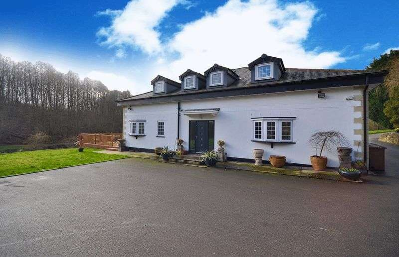 4 Bedrooms Detached House for sale in Hooley Clough, Heywood