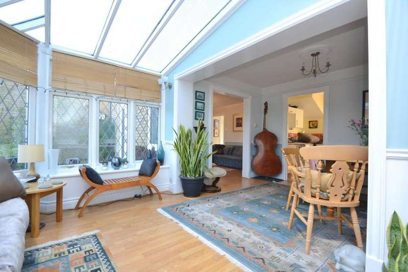 3 Bedrooms Detached House for sale in Constance Close, Broomfield
