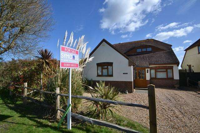 4 Bedrooms Detached House for sale in Ferring Lane, Ferring, West Sussex, BN12 6QS