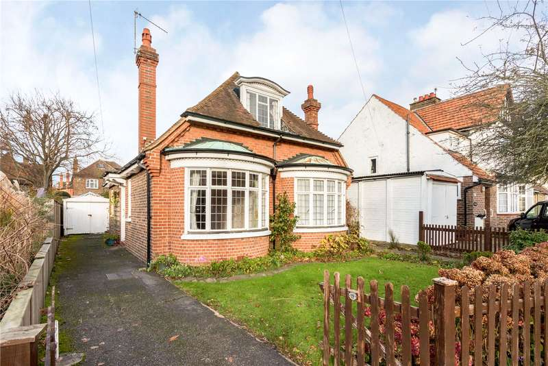 2 Bedrooms Bungalow for sale in Orchard Road, Reigate, Surrey, RH2
