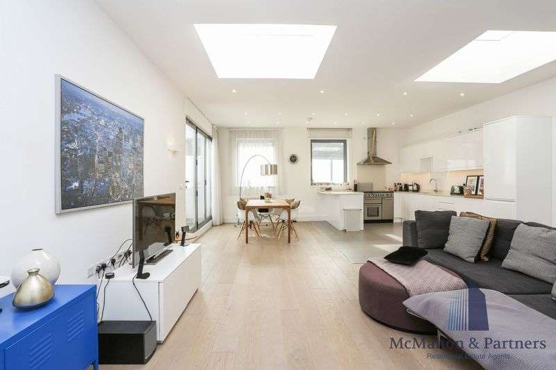 2 Bedrooms Flat for sale in County Street, London