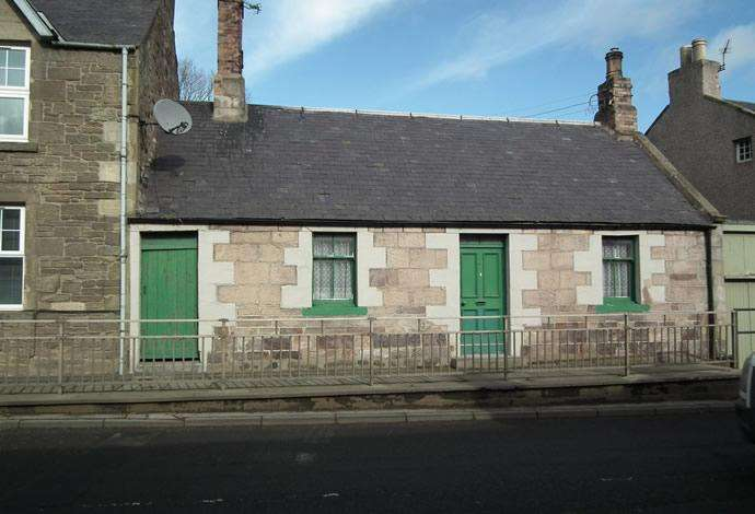2 Bedrooms Terraced House for sale in 27 East High Street, Greenlaw, TD10 6YF