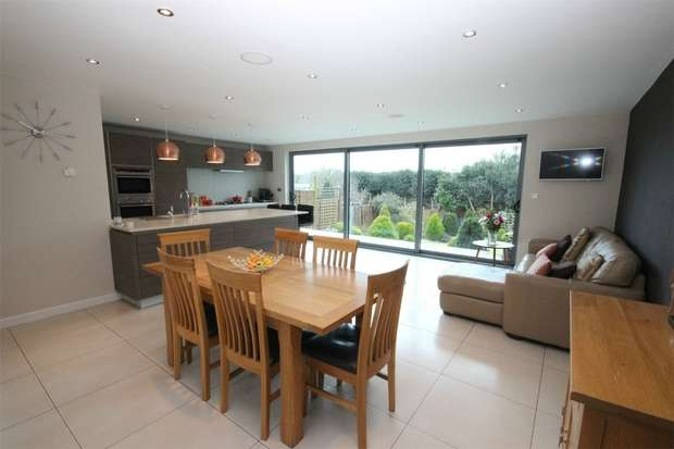 3 Bedrooms Semi Detached House for sale in Grassingham End, Chalfont St Peter, Buckinghamshire