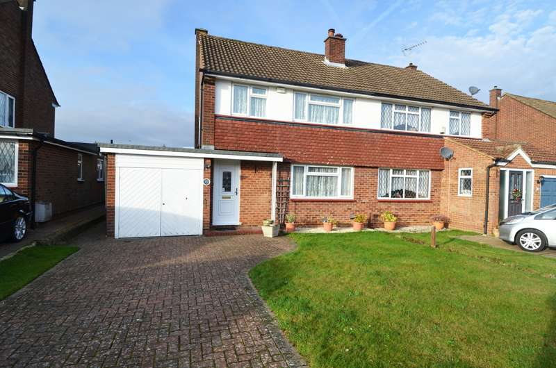3 Bedrooms Semi Detached House for sale in Downs Park, Downley, High Wycombe, HP13