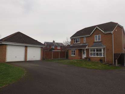 4 Bedrooms Detached House for sale in Redwood Drive, Chorley, Lancashire, PR7