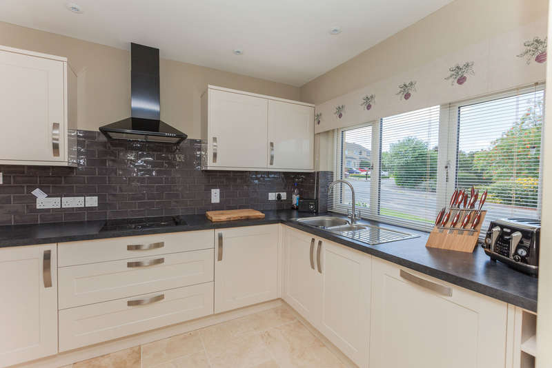 4 Bedrooms Detached House for sale in Didmarton