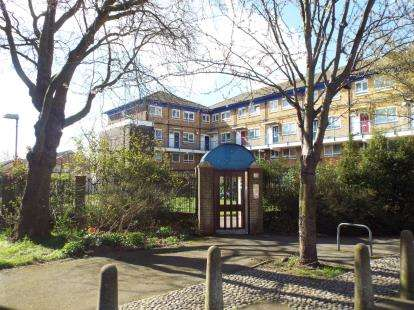 3 Bedrooms Flat for sale in Manor Park, London