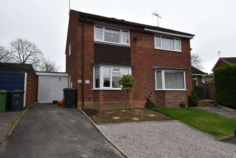 2 Bedrooms Semi Detached House for sale in Almond Close, Evesham