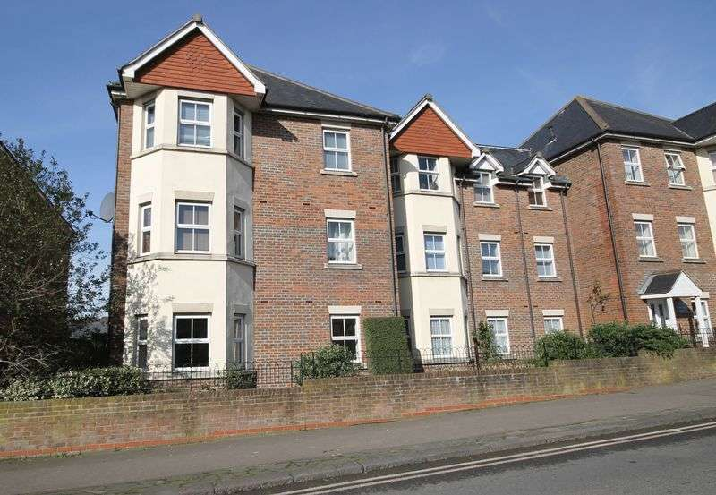 2 Bedrooms Flat for sale in Royal George Court, London Road, Burgess Hill