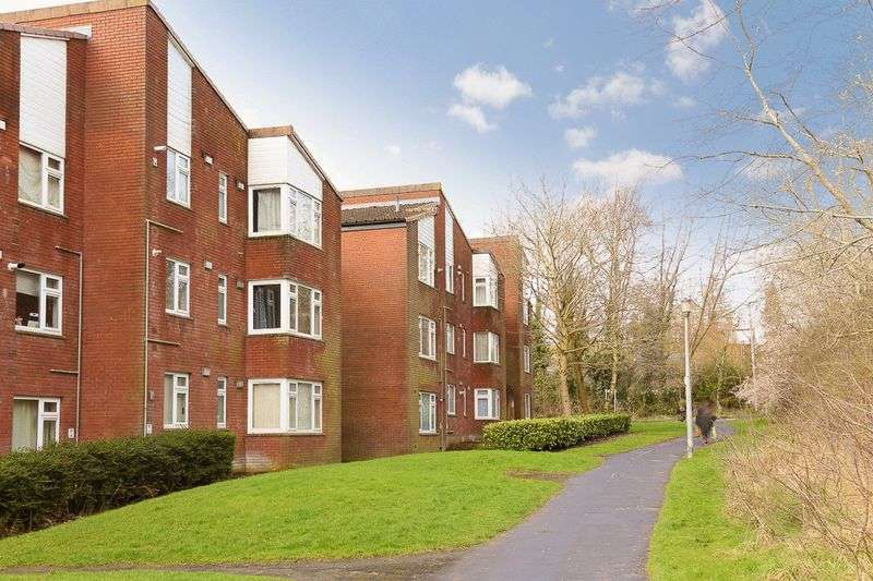 2 Bedrooms Flat for sale in Dalford Court, Hollinswood