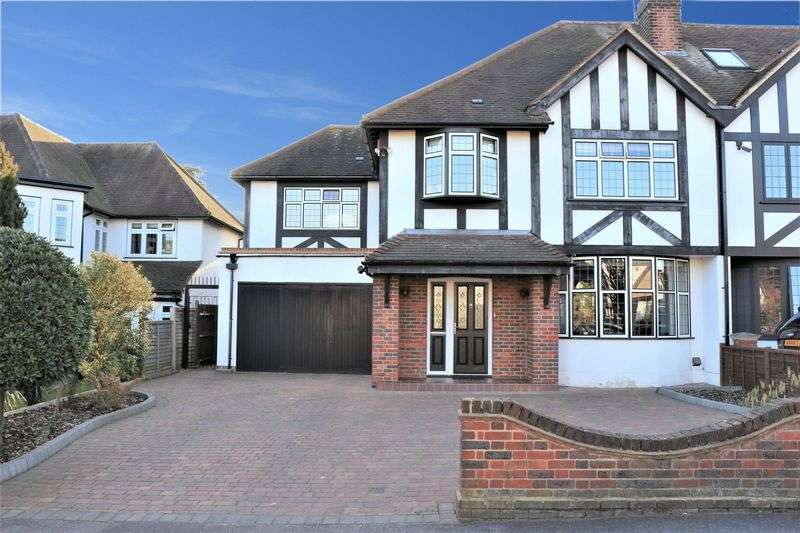 4 Bedrooms Semi Detached House for sale in Grange Crescent, Chigwell