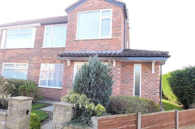 3 Bedrooms Semi Detached House for sale in South Close, Bury