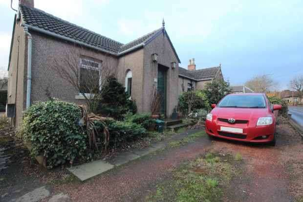 2 Bedrooms Semi Detached Bungalow for sale in Albyn Cottages, Broxburn, West Lothian, EH52 6PH