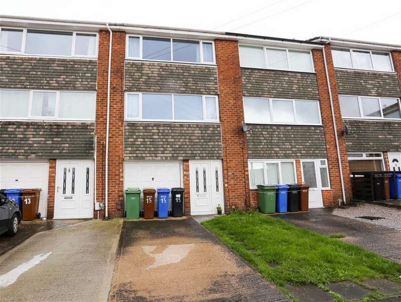 3 Bedrooms Town House for sale in Knowsley Crescent, Offerton, Stockport