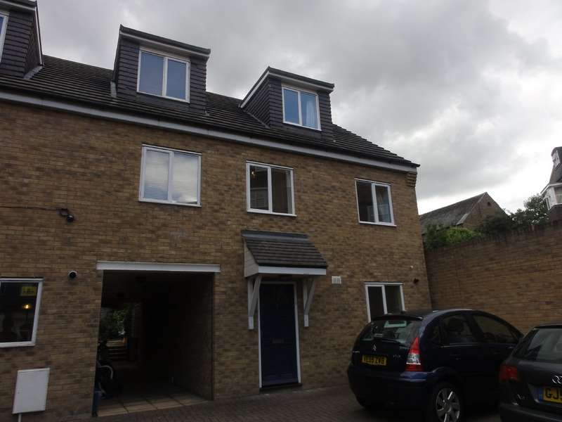 4 Bedrooms Semi Detached House for sale in Priory Court, Gravel Walk