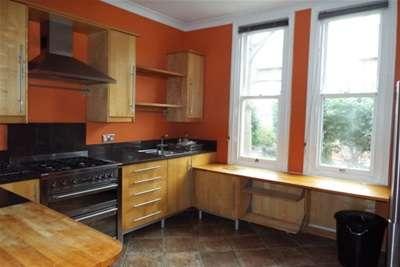 2 Bedrooms Flat for rent in Forest Road West, Nottingham NG7 4ER