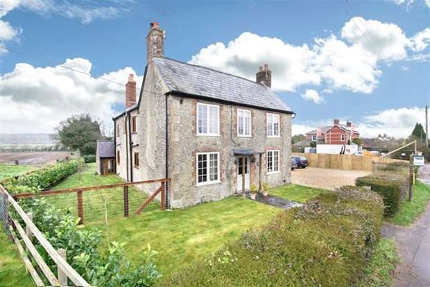 4 Bedrooms Detached House for sale in Victoria Road, Warminster