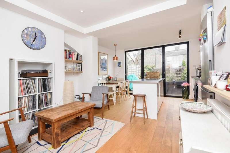 2 Bedrooms Terraced House for sale in Kenlor Road, Tooting, SW17