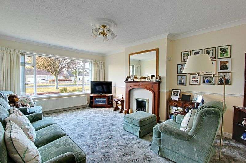 2 Bedrooms Semi Detached Bungalow for sale in The Parkway, Willerby