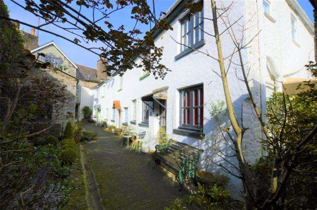 2 Bedrooms End Of Terrace House for sale in Market Street, Buckfastleigh, Devon