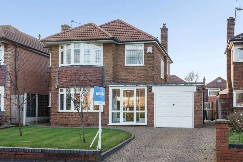 3 Bedrooms Detached House for sale in Shaftesbury Avenue, Altrincham, Cheshire, WA15 7AY