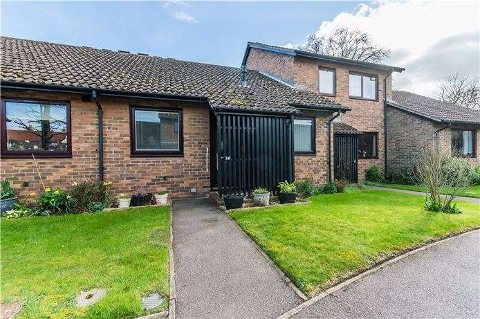 2 Bedrooms Bungalow for sale in Peacocks, Great Shelford