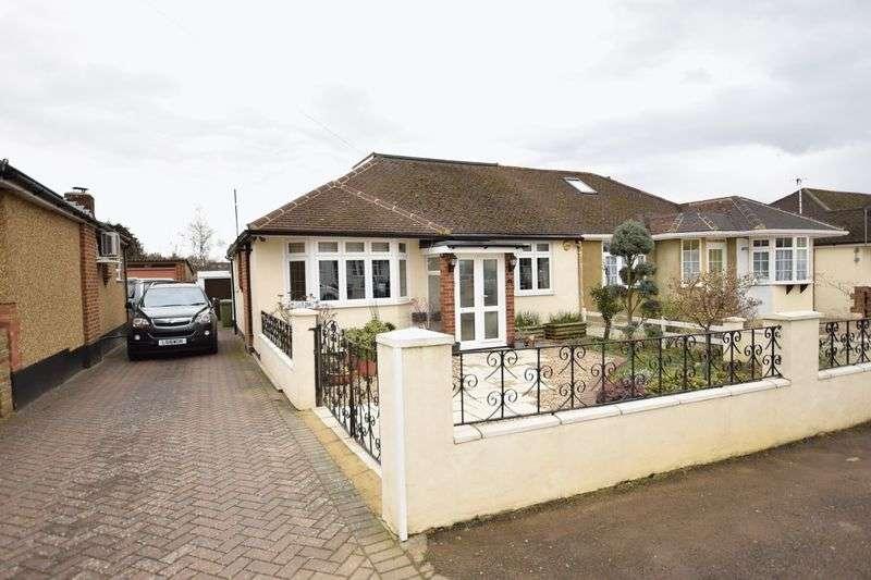 3 Bedrooms Semi Detached Bungalow for sale in Adeyfield Gardens, Hemel Hempstead