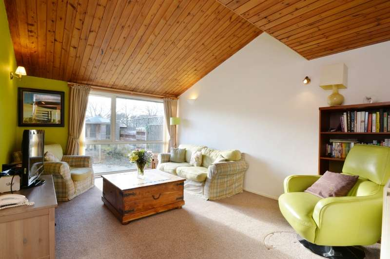 3 Bedrooms Terraced House for sale in Bramble Drive, Barnton, Edinburgh, EH4 8BP