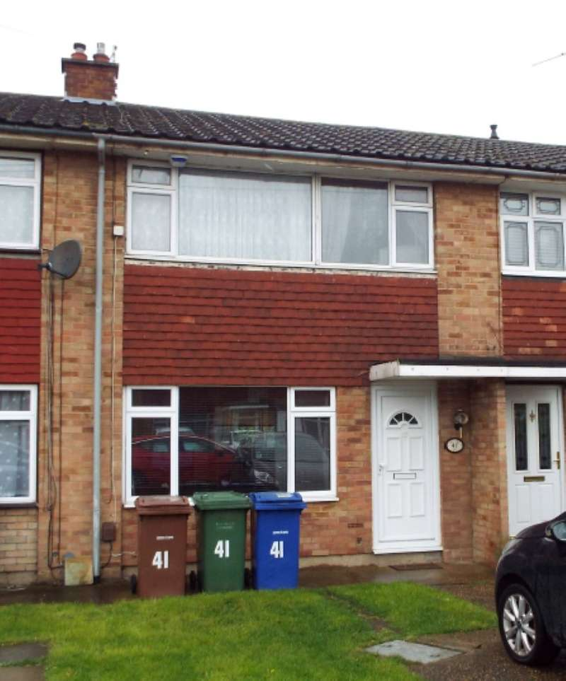 3 Bedrooms Terraced House for sale in Bryanston Road, Tilbury, Essex, RM18 8DD