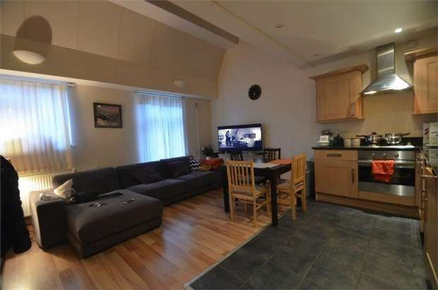 2 Bedrooms Maisonette Flat for sale in Mayna Court, Columbia Avenue, HA8, Greater London