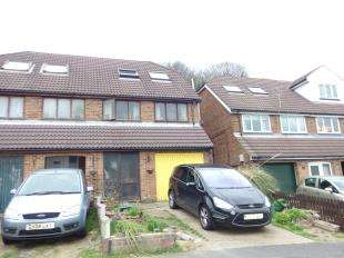 3 Bedrooms Semi Detached House for sale in Edred Road, Dover, Kent