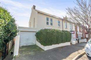3 Bedrooms End Of Terrace House for sale in Oak Avenue, Gillingham, Kent, .