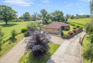 4 Bedrooms Bungalow for sale in Featherbed Lane, Warlingham, Surrey