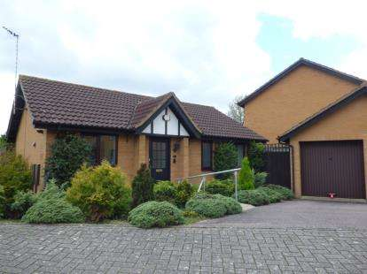 2 Bedrooms Bungalow for sale in Rubbra Close, Browns Wood, Milton Keynes, Bucks