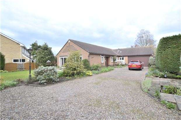 4 Bedrooms Detached Bungalow for sale in Carisbrooke Road, Hucclecote, GLOUCESTER, GL3 3QR