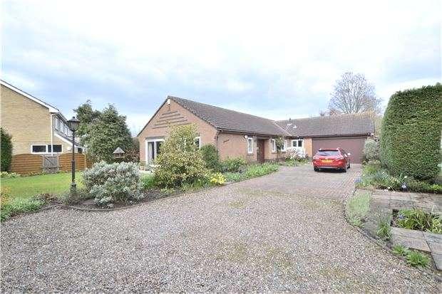 4 Bedrooms Detached Bungalow for sale in Carisbrooke Road, Hucclecote, GLOUCESTER, GL3 3QR