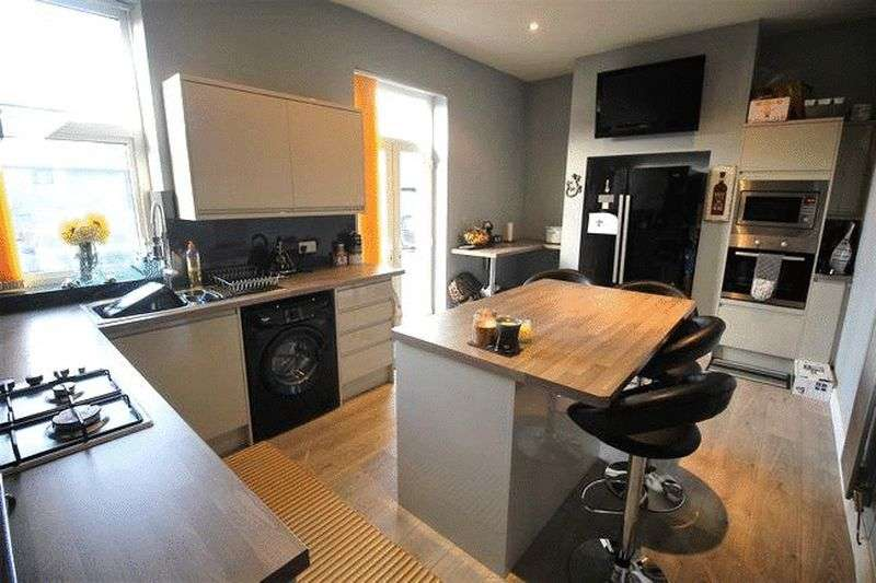 3 Bedrooms Terraced House for sale in Park Road, Elland