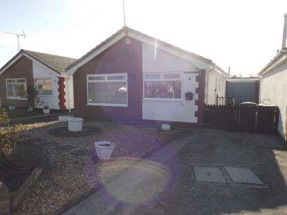 2 Bedrooms Bungalow for sale in Lon Heulog, Kinmel Bay, Rhyl, Conwy, LL18