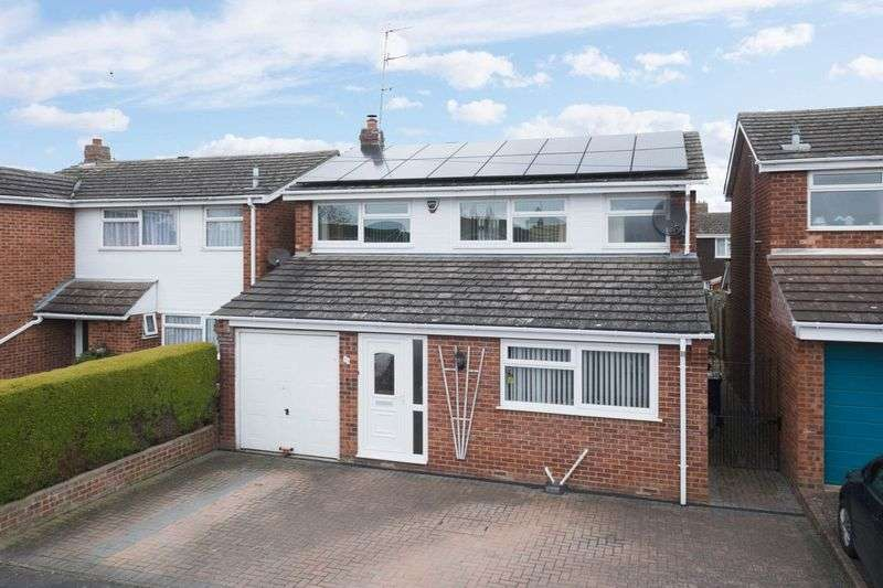 3 Bedrooms Detached House for sale in Martin Close, Rushden