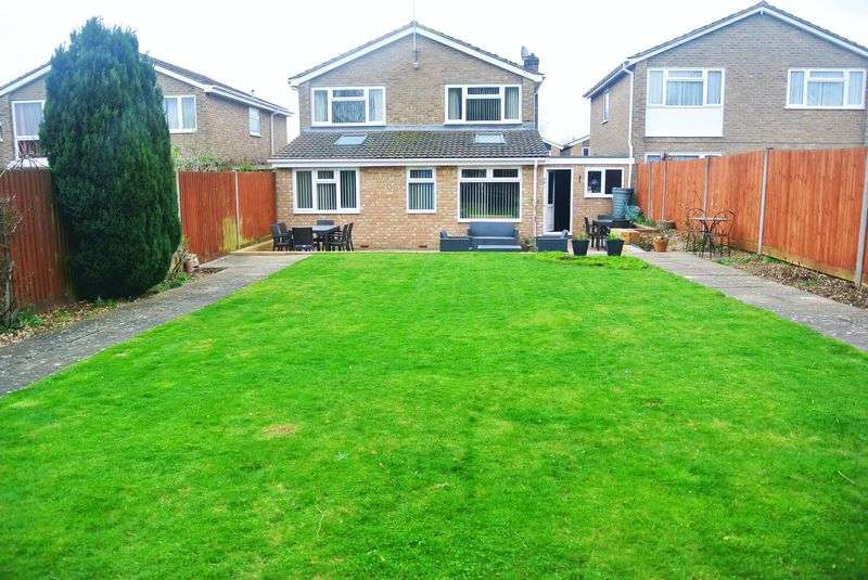 4 Bedrooms Detached House for sale in Windermere Avenue, Kempshot