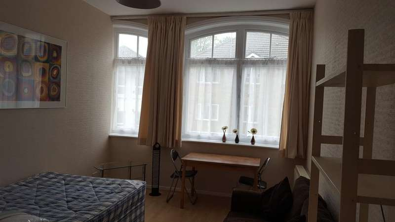 Studio Flat for rent in 33 Lorne Park Road, Bournemouth BH1