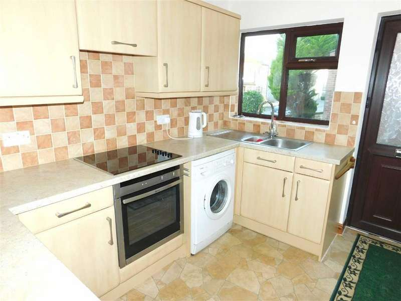 2 Bedrooms Semi Detached Bungalow for sale in The Oaks, Masham