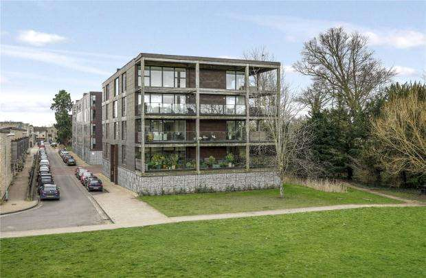2 Bedrooms Apartment Flat for sale in The Glass Building, Kingfisher Way, Cambridge
