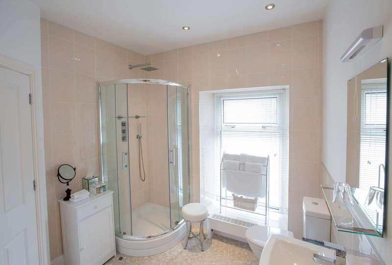 4 Bedrooms Detached House for sale in West End, SA4 3YY