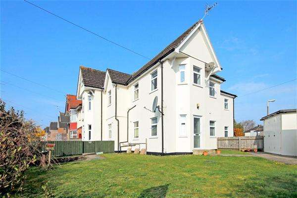 2 Bedrooms Flat for sale in Alexandra Road, Lower Parkstone, Poole