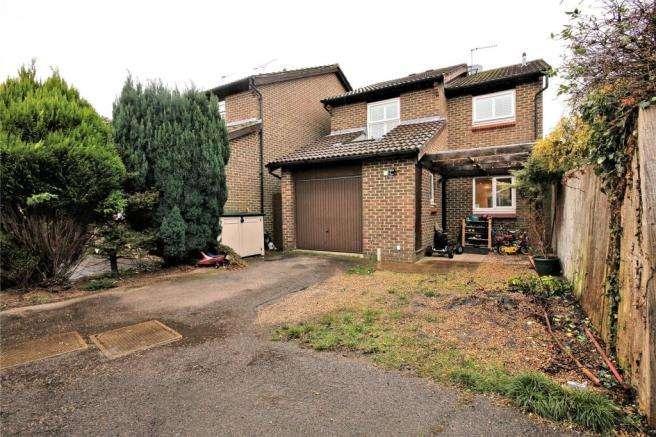 4 Bedrooms Detached House for sale in Commercial Way, Woking, GU21 6ET