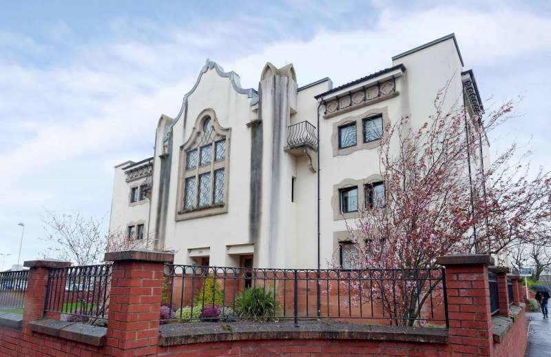 2 Bedrooms Flat for sale in 380 Clarkston Road, Muirend, Glasgow, G44 3JL