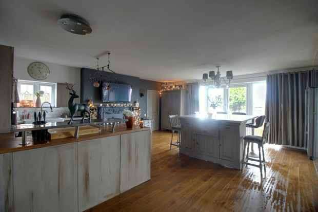 4 Bedrooms Detached House for sale in High Court, Morecambe, Lancashire, LA4 6PF
