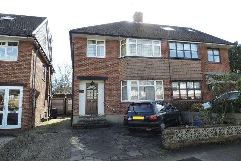 3 Bedrooms Semi Detached House for sale in Elmscroft Gardens, Potters Bar