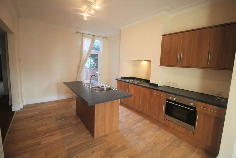 4 Bedrooms Terraced House for sale in Lawn Road, Town Moor, Doncaster